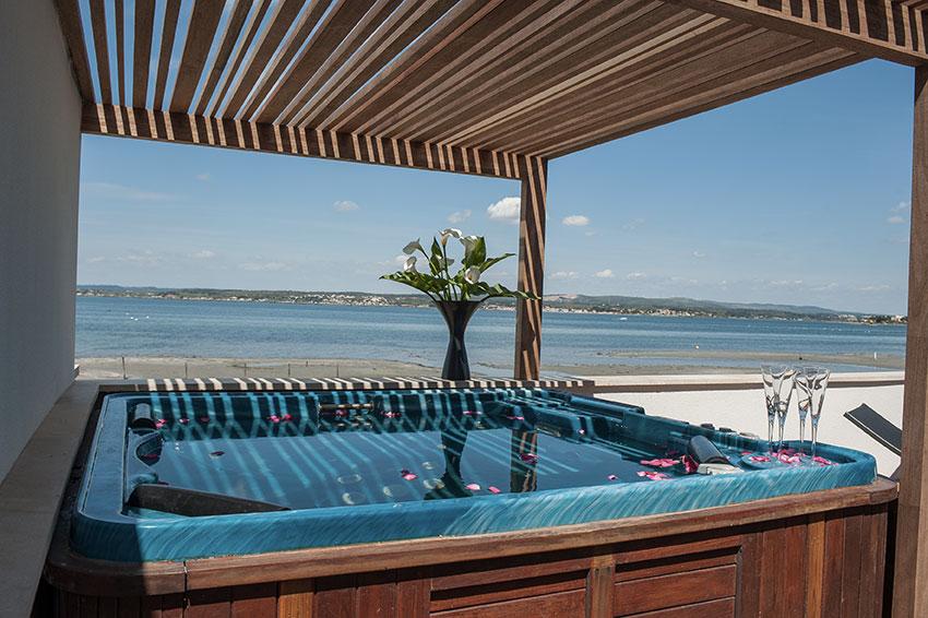 Jaccuzi avec vue sur la lagune de thau