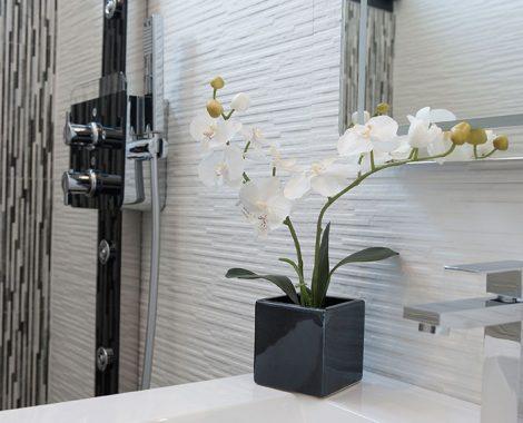 salle de bain avec plante de la Villa Perle de Thau