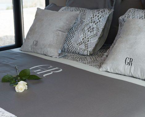 Literie chambre gris